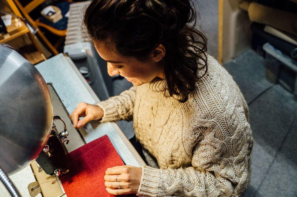 travail-artisanal-decoration-tissus-toulouse